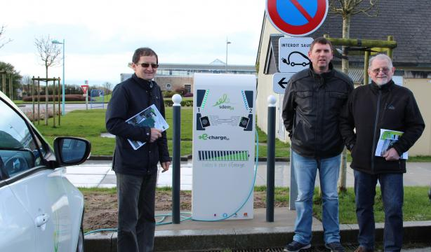 Inauguration borne e-charge Beaumont-Hague